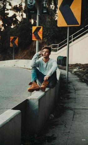 chico-pose-sentado